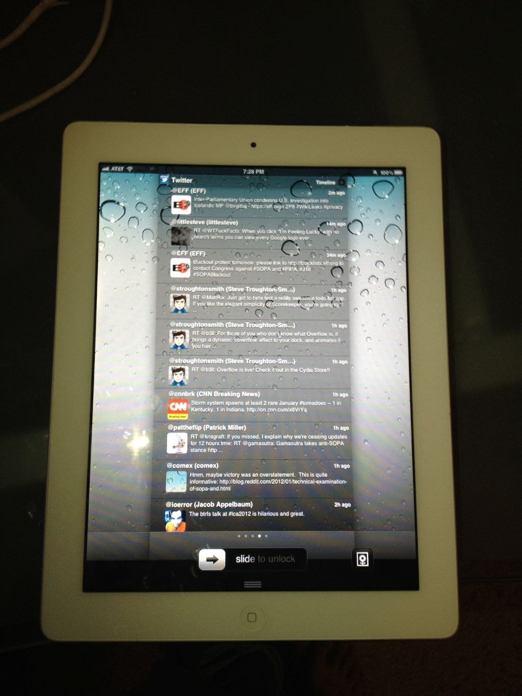 Photos of Jailbroken iPad 2 on iOS 5.0.1 Running Cydia And Jailbreak.